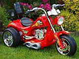 elektromos gyermek kis motor chopper fűben piros elől.jpg