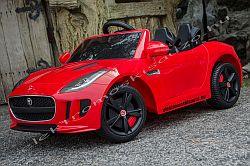 elektromos kisauto Jaguar F-Type oldal-elol.jpg